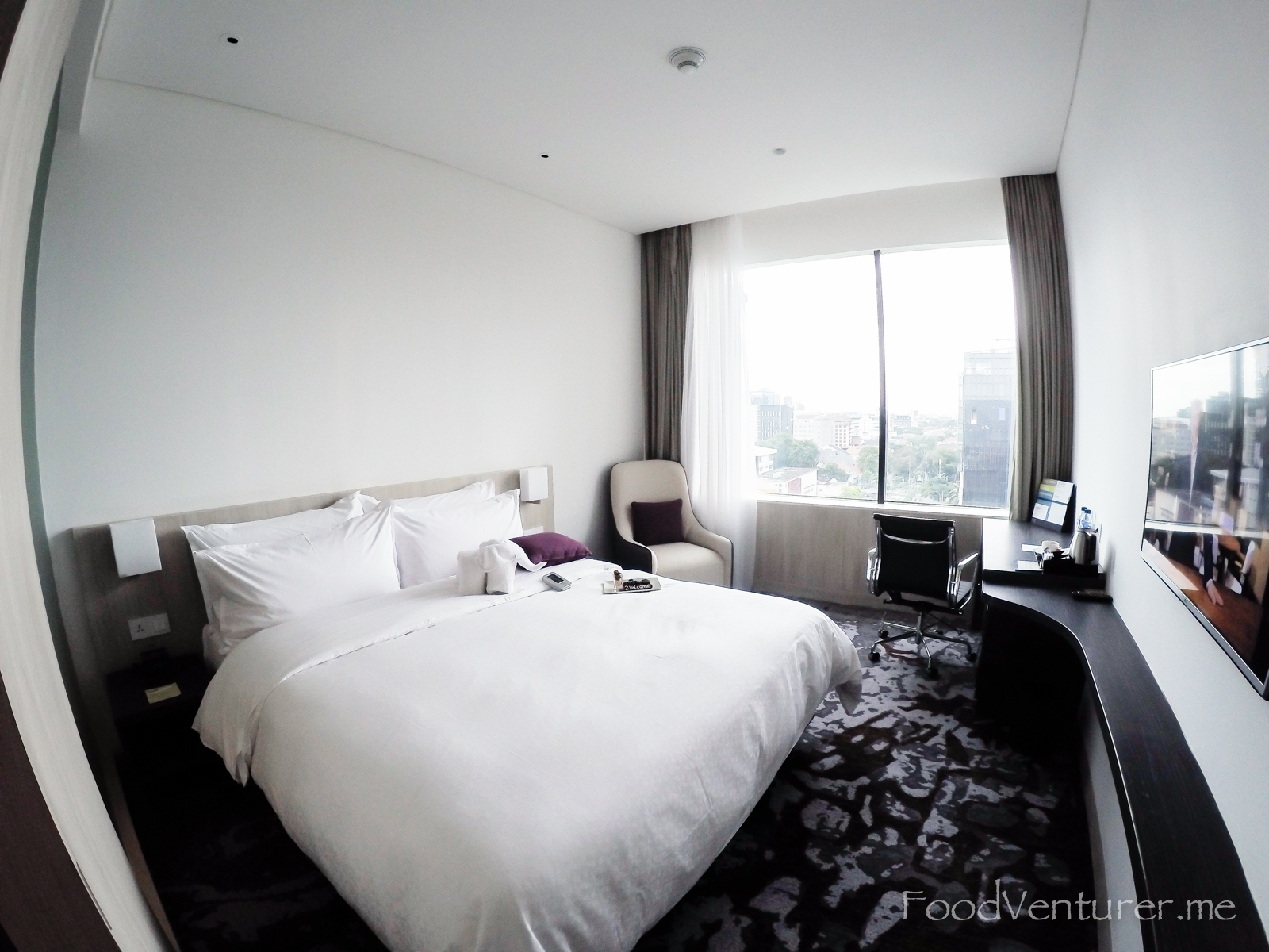 FOUR POINTS DELUXE KING WITH CITY VIEW - THAMRIN